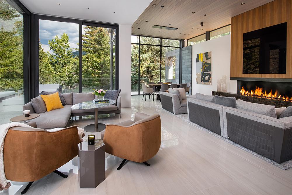 165forestrd Livingroom1