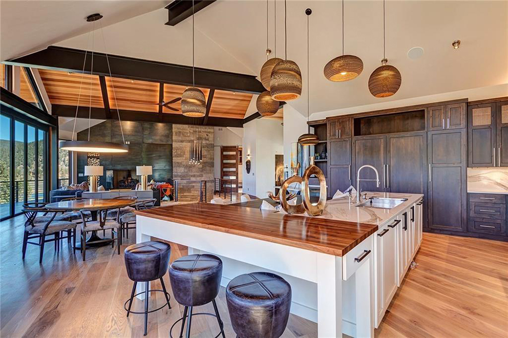 A Chic Mountain Kitchen That Can Fit A Crowd Mountain Living