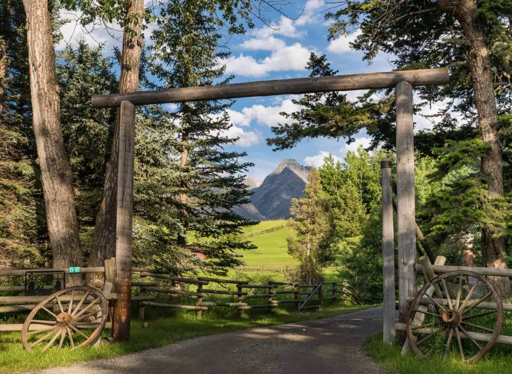 Entry Way Absaroka Moon Retreat Livingston Montana Land For Sale